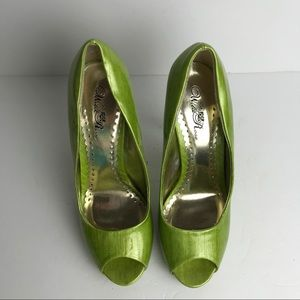 3 FOR 25 Wild Rose lime green patent leather heels